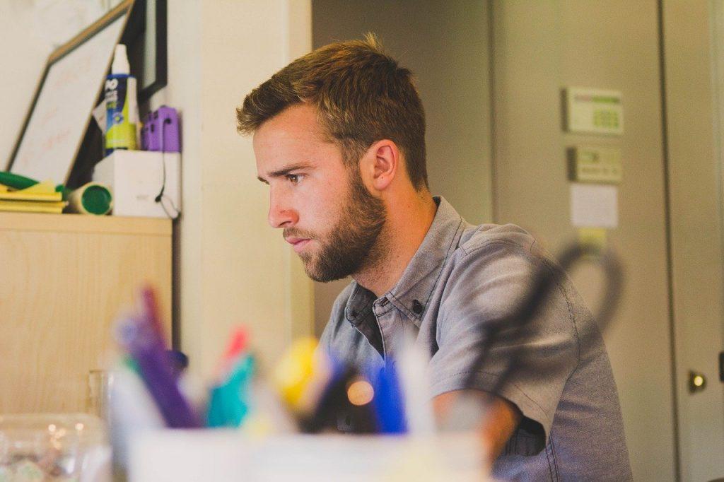 man, work, desk-597178.jpg